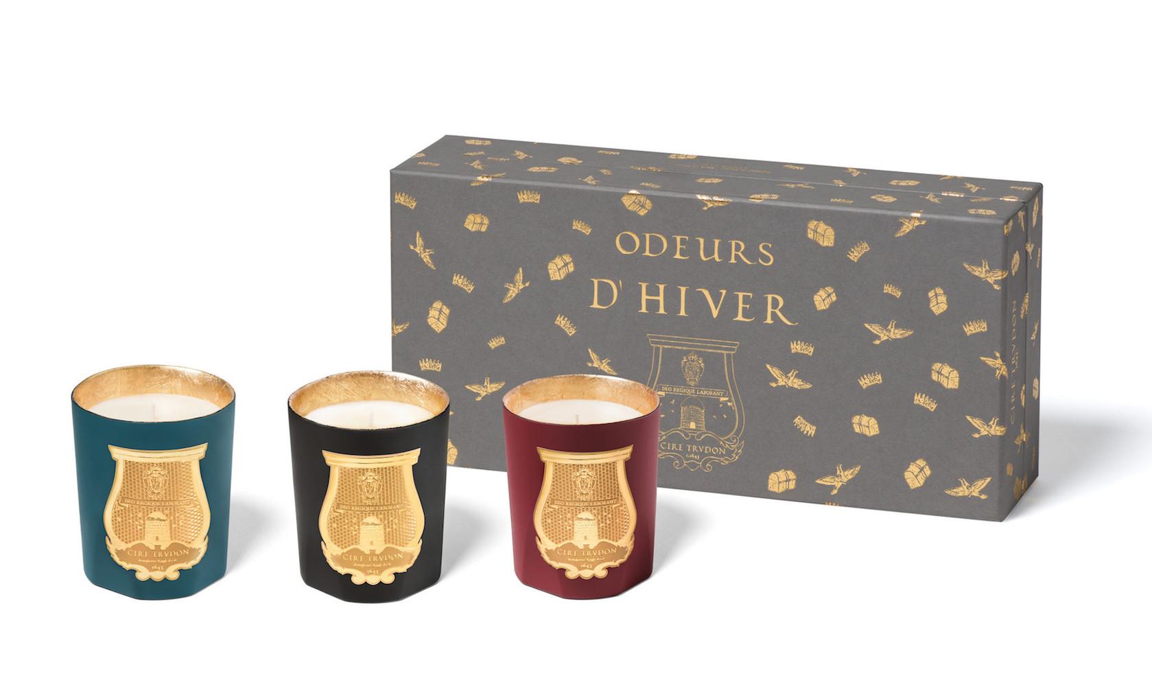 Vánoční svíčky z francouzské manufaktury Cire Trudon ve třech hřejivých vůních. Prodává Ingredients