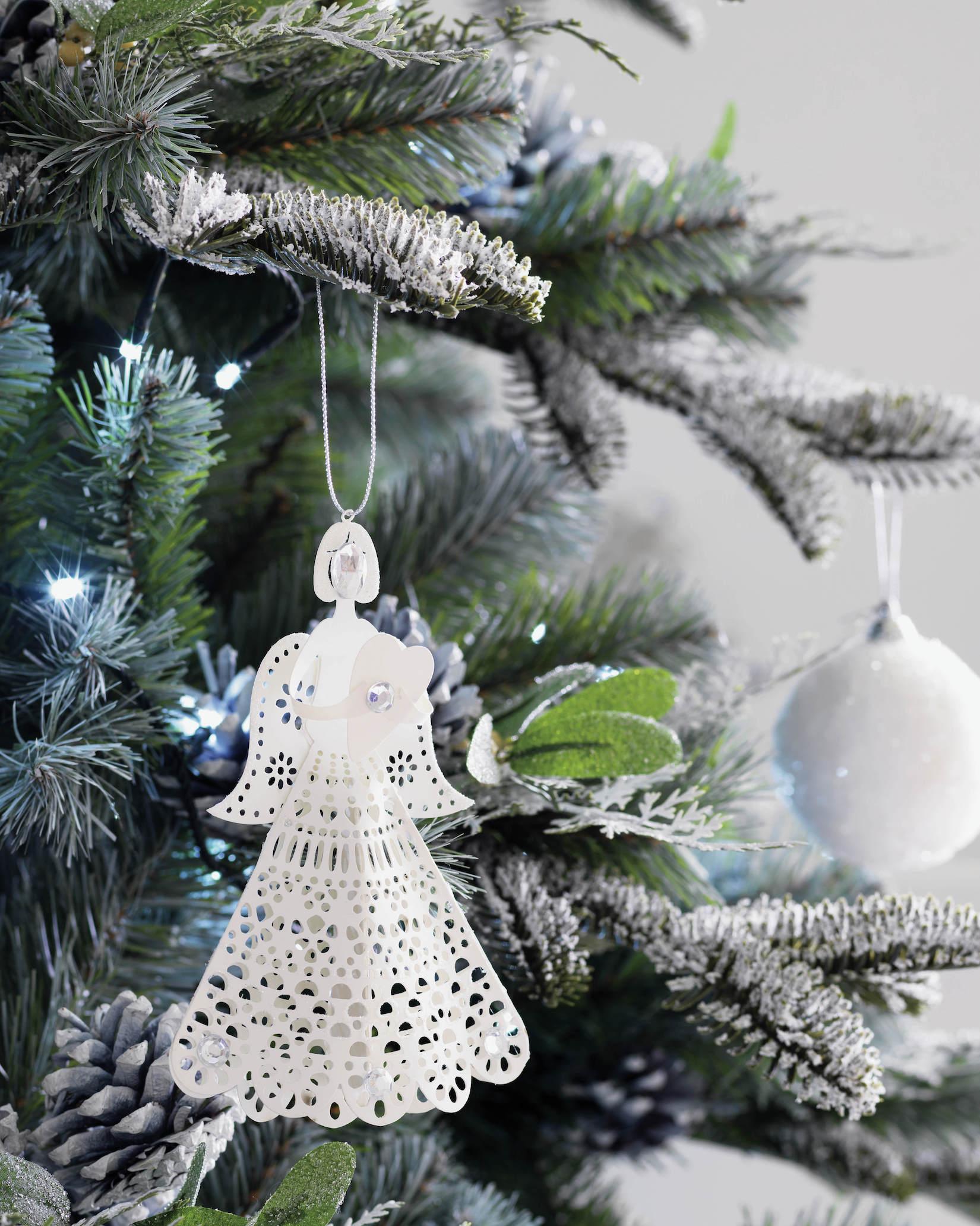 Bílá vánoční ozdoby na stromeček foto: Homebase