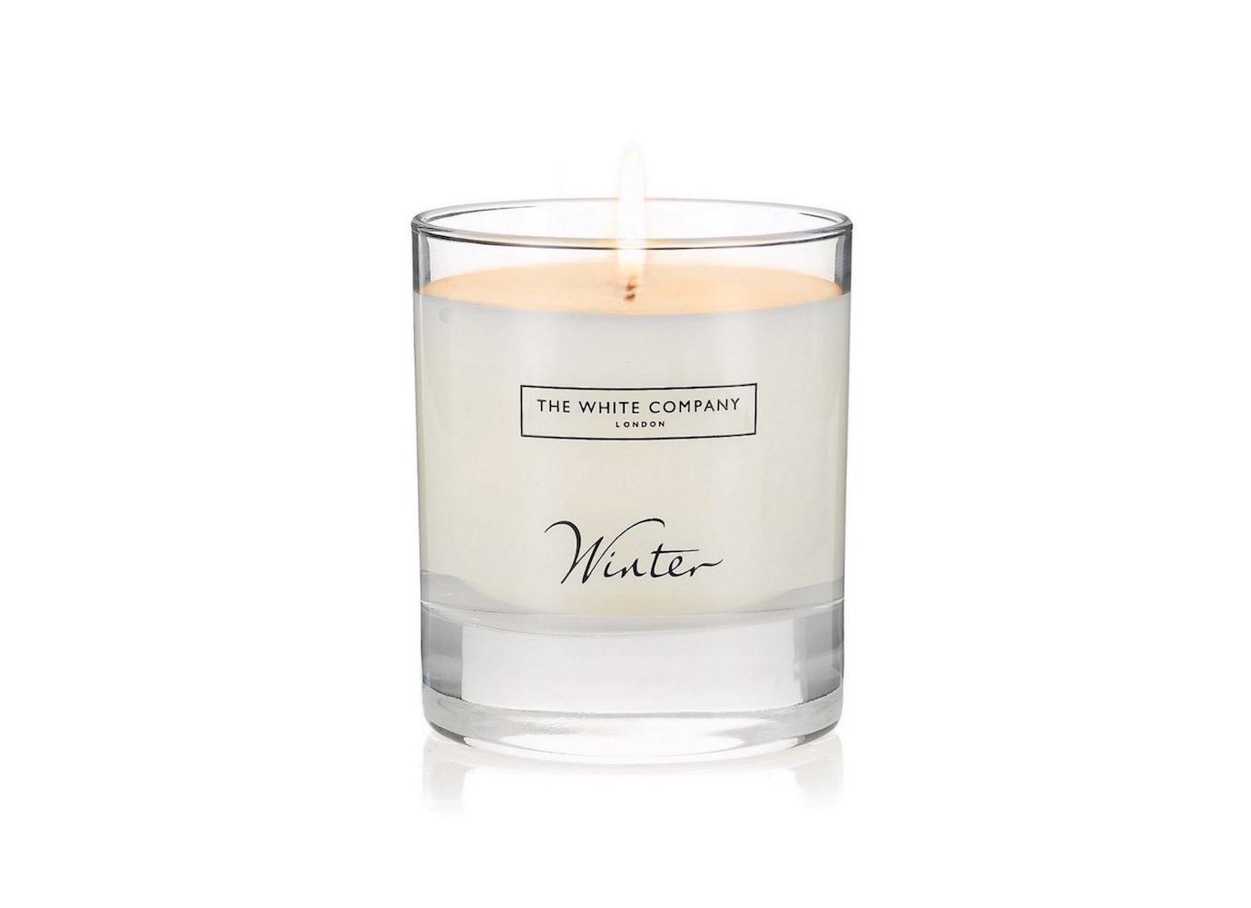 Hřejivá vůně Winter od The White Company se skvěle hodí na zimní dny, voní po skořici a hřebíčku se špetkou svěžího pomeranče.