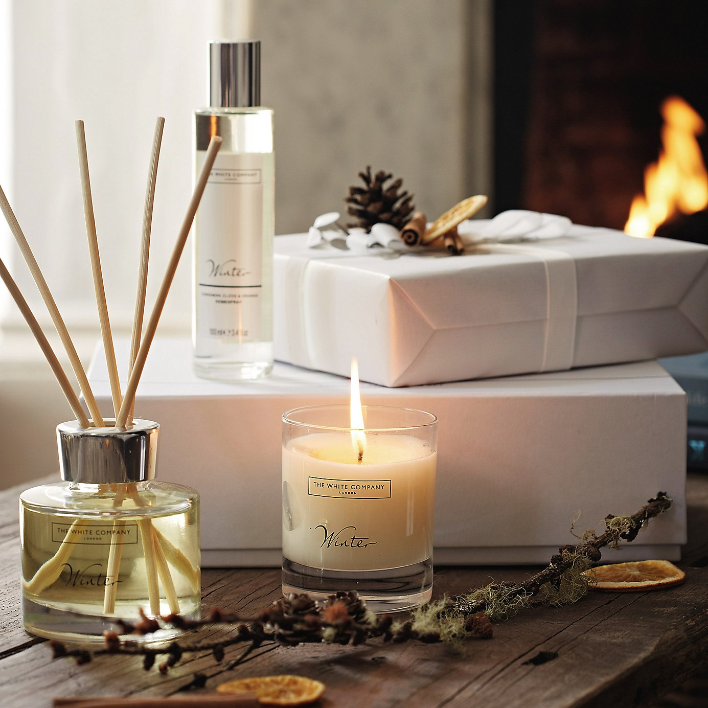 Letošní Vánoce voní po gurmánských ingrediencích s elegantním dotekem smyslných tónů luxusní kůže, kadidla a vzácných dřev.