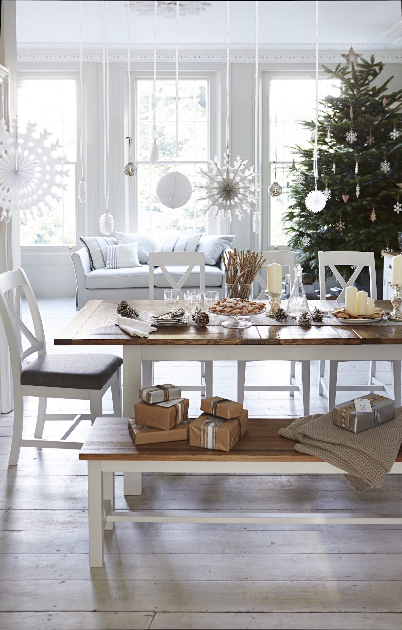 Vánoční stůl foto: Furniture Village