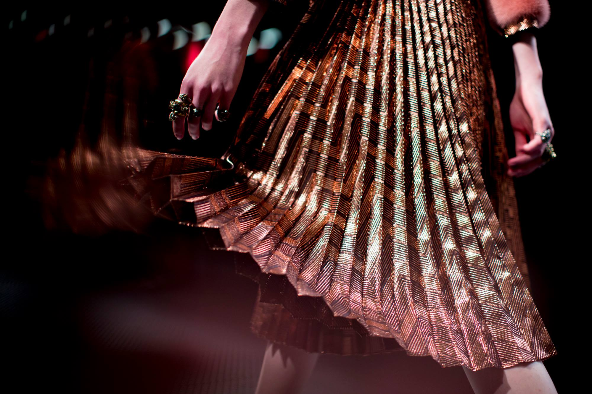 Plisovaná sukně na přehlídce Gucci podzim - zima 2015/2016