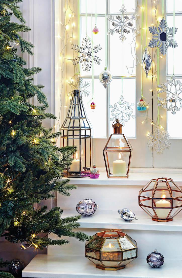 Svíčky tvoří zásadní prvek ve slavnostní dekoraci. Skleněné svícny zkuste nahradit drátěnými objekty z kolekce Homesense.