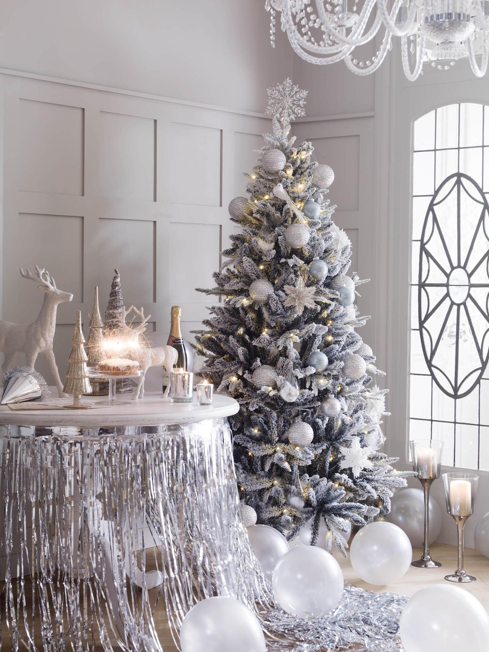 Bílý vánoční stromek foto: House of Fraser