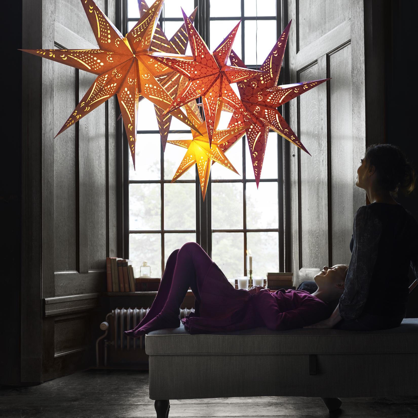 Závěsná lampa ve tvaru hvězdy z Ikea
