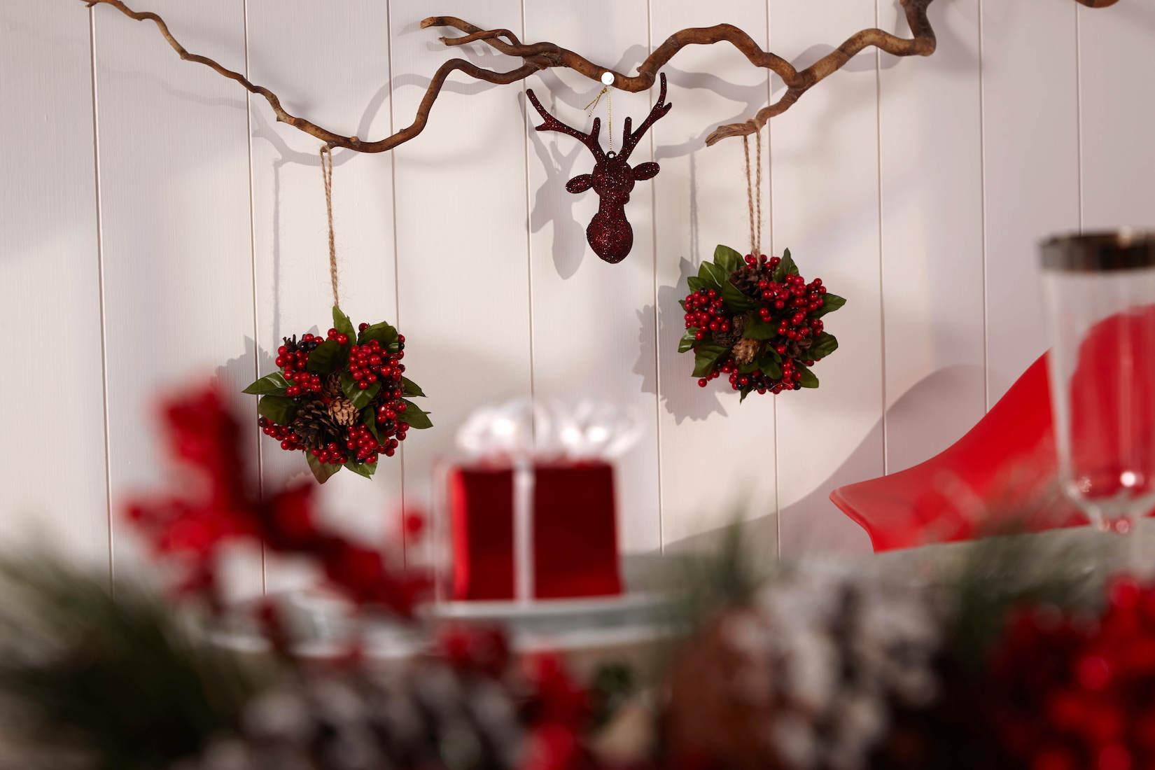 Červené vánoční ozdoby z  Penneys