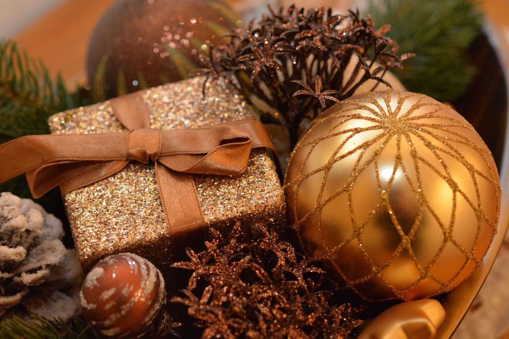 pixabay - christmas-bauble-1063070_1920