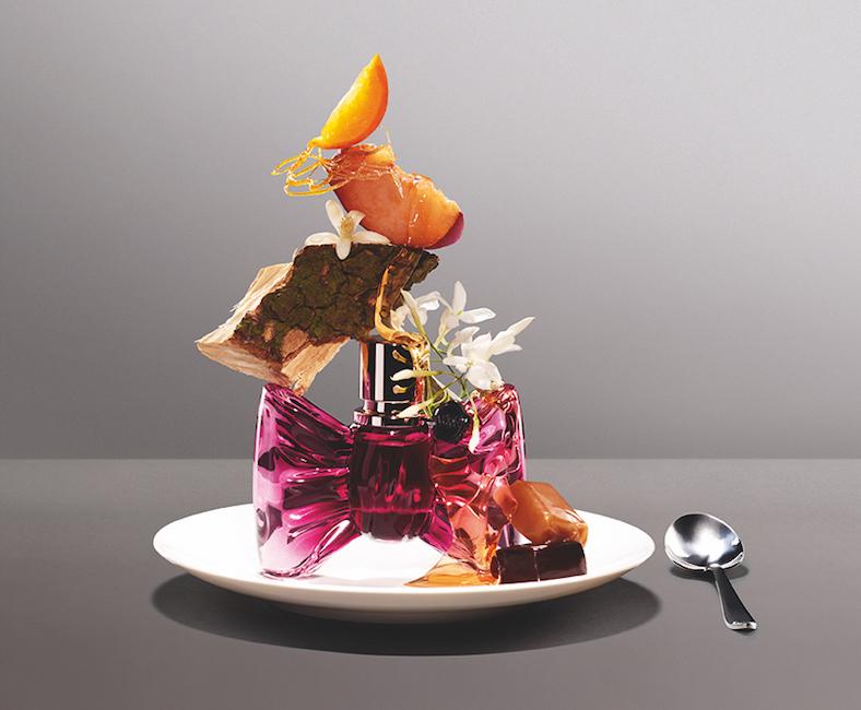 Viktor & Rolf: Bonbon - sladká gurmánsko-květinová parfémová voda se svůdným aroma karamelu, šťavnaté broskve a elegantního jasmínu