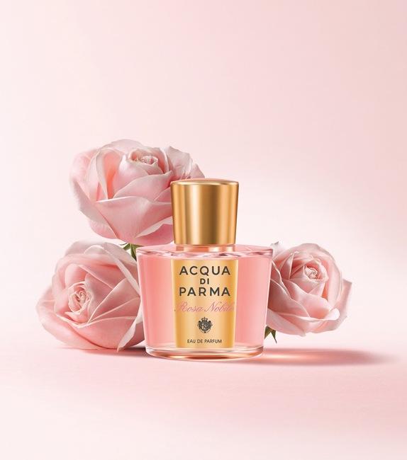 Acqua di Parma: Rosa Nobile - květinovo-dřevitá parfémová voda postavená na vonných akordech růže, pivoňky a svůdného pižma