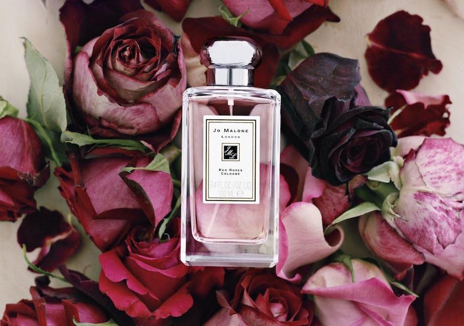 Jo Malone: Red Roses - lehká kolínská voda založená na elegantních tónech bulharské růže se špetkou svěžího citrónu a decentní lístků fialky