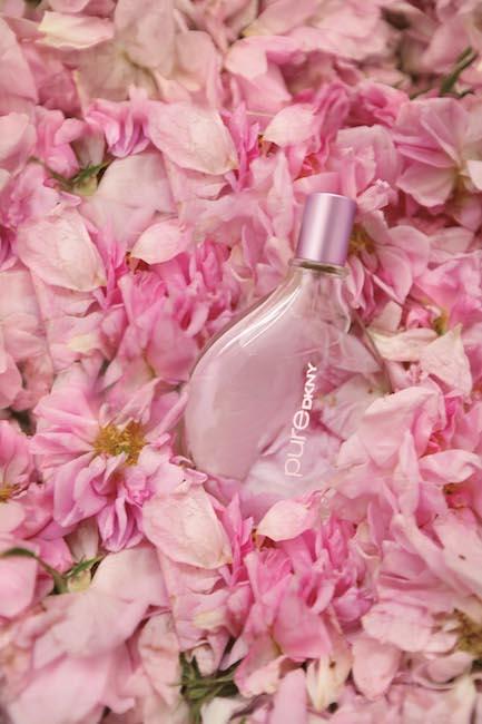 DKNY: Pure Rose - květinová toaletní voda s tureckou růží, verbenou a magnólií